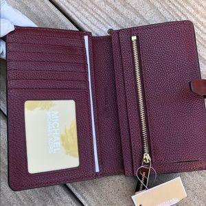 a7635e19b023 Michael Kors Bags - Michael kors pebble adele slim bifold wallet